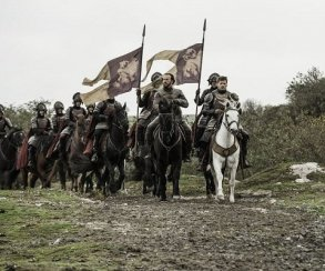 10 безумных фанатских теорий по«Игре престолов»