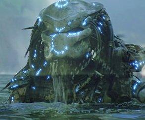 Первое фото Хищника из фильма Шэйна Блэка! И он на танке!