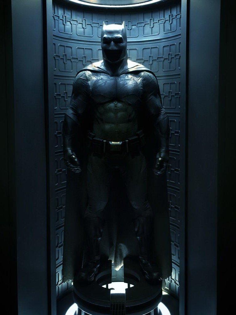 Костюмы, гаджеты и фигурки Бэтмена на Comic-Con 2015 - Изображение 26