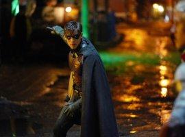 В первом трейлере второго сезона «Титанов» показали Брюса Уэйна и Дефстроука