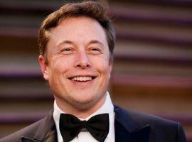 Илон Маск наградил пятитысячного покупателя кепки… второй такойже кепкой