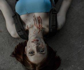Косплей дня: Джилл Валентайн из Resident Evil 3: Nemesis сражается с зомби