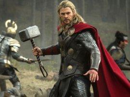 Крис Хемсворт в шутку проспойлерил «Мстителей 4». У Тора будет новое оружие?