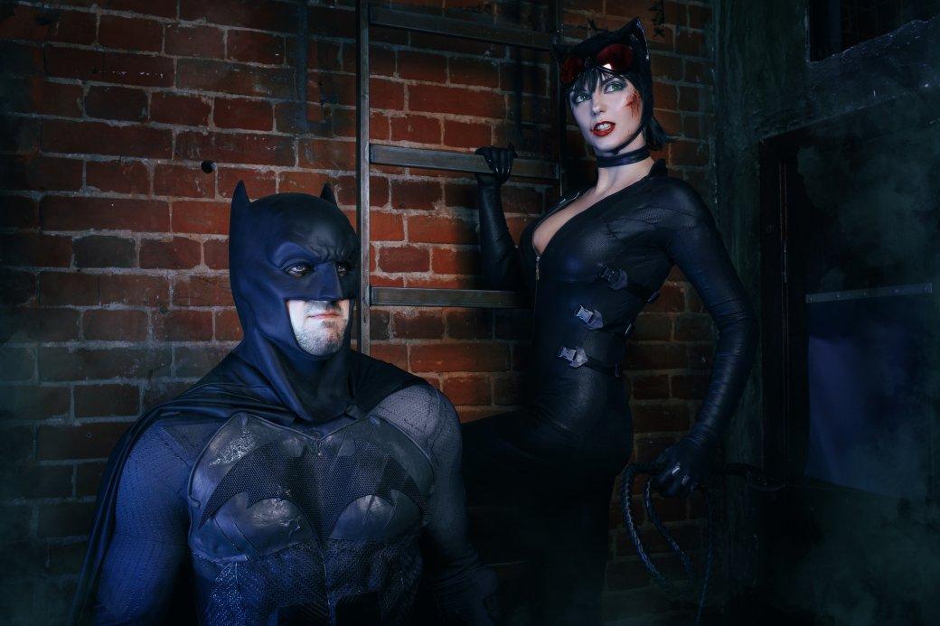 Бэтмен спасает Женщину-кошку из плена Загадочника в новом косплее | Канобу - Изображение 8