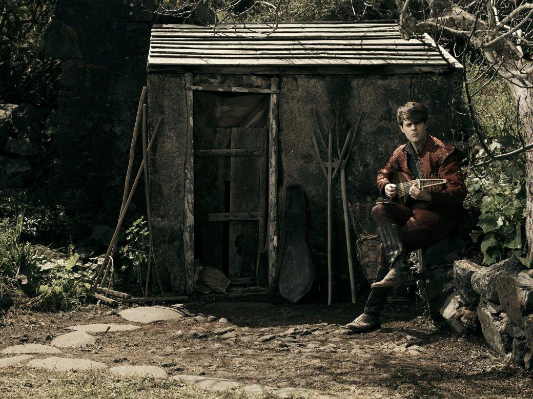 Создатели «Ведьмака» отNetflix показали идеальную фотосессию Лютика