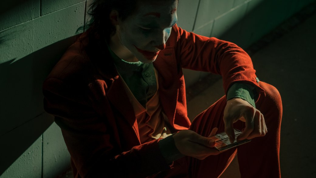 Безумный и грустный Джокер пляшет в новом косплее | Канобу - Изображение 4