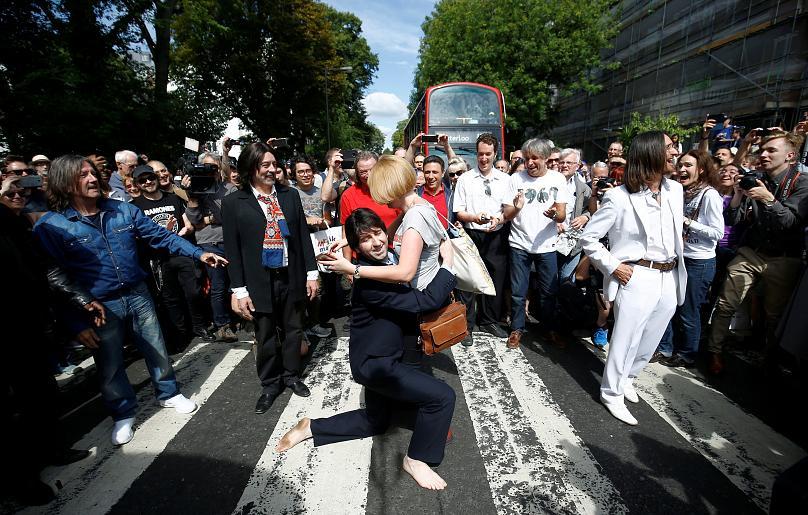 Легендарной обложке Abbey Road от Beatles – 50 лет. Как фанаты отмечают ее юбилей | Канобу - Изображение 4192