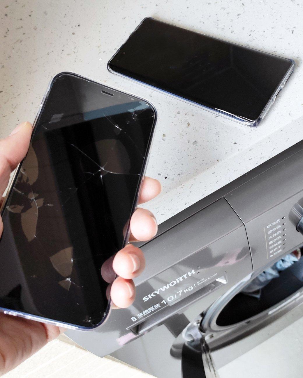 iPhone 12 иHuawei Mate 40 случайно попали встиральную машину и выжили